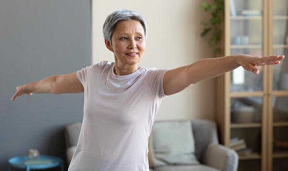 Freepik_senior-woman-training-at-home_freepik.jpg