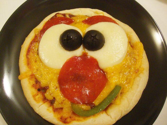 Smiley_Face_Pizza1.jpg